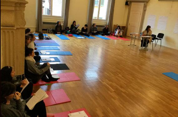 Lezione di didattica yoga per adolescenti al Master Yogaeducational di Bologna